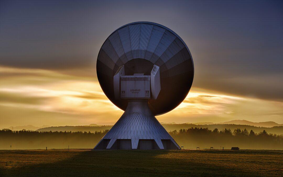 Las tecnologías de la información y las comunicaciones y el DNU que las declara servicio público.